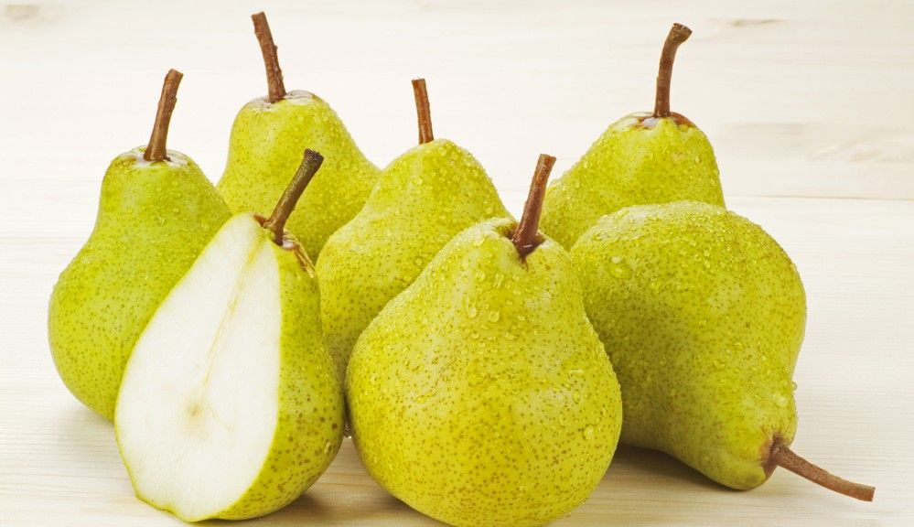 a-coule-pears-pair-romantic-gift-basket-theme-ideas