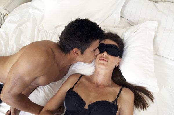 blindfold-massage