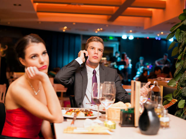 dating-disasters-bad-dates-man-on-the-phone-at-dinner