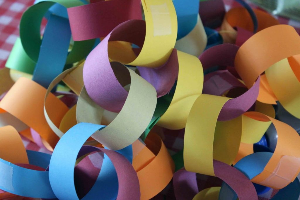 paper chain romantic long distance ideas