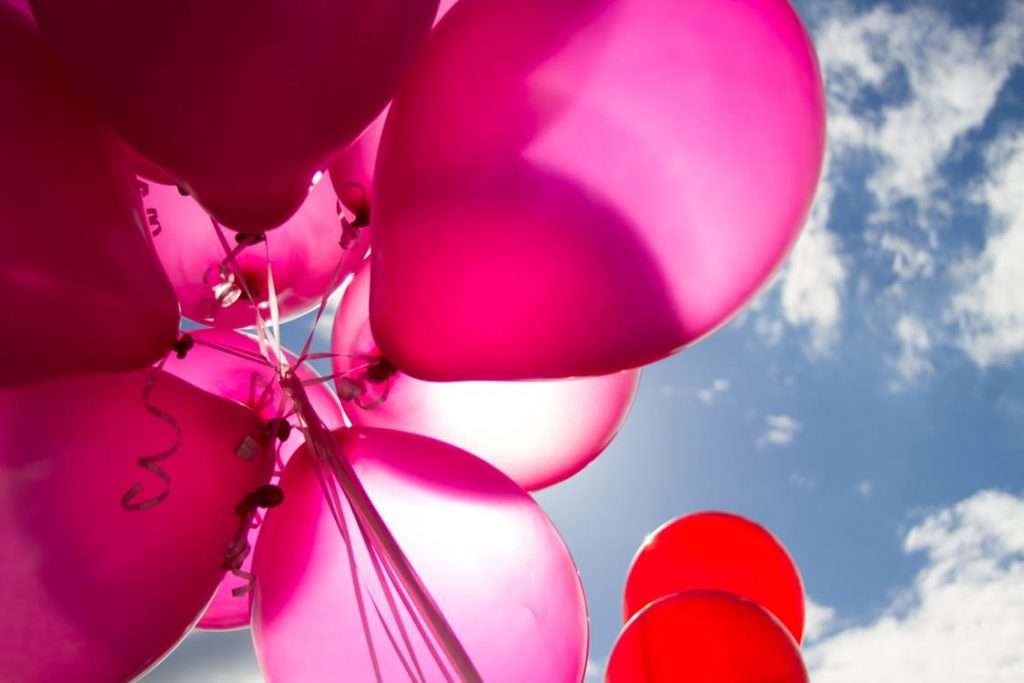 romantic-balloon-bouquet-dating-ideas-birthday-surprise