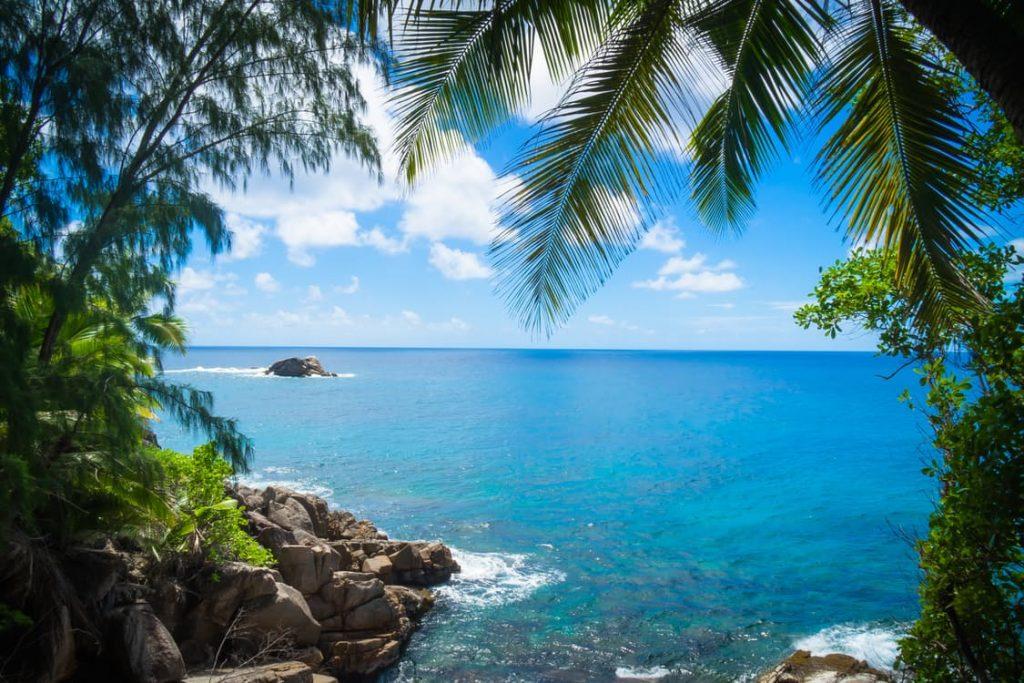 romantic-beach-tropical-hawaii-breakfast-in-bed