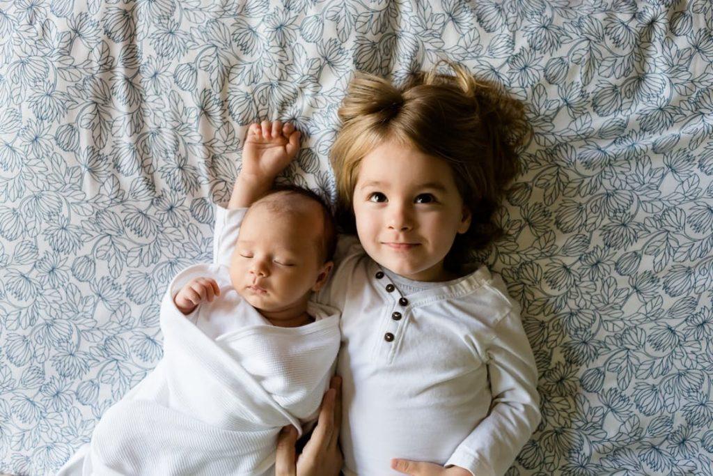romantic-big-sister-baby-pregnancy-announcement-ideas
