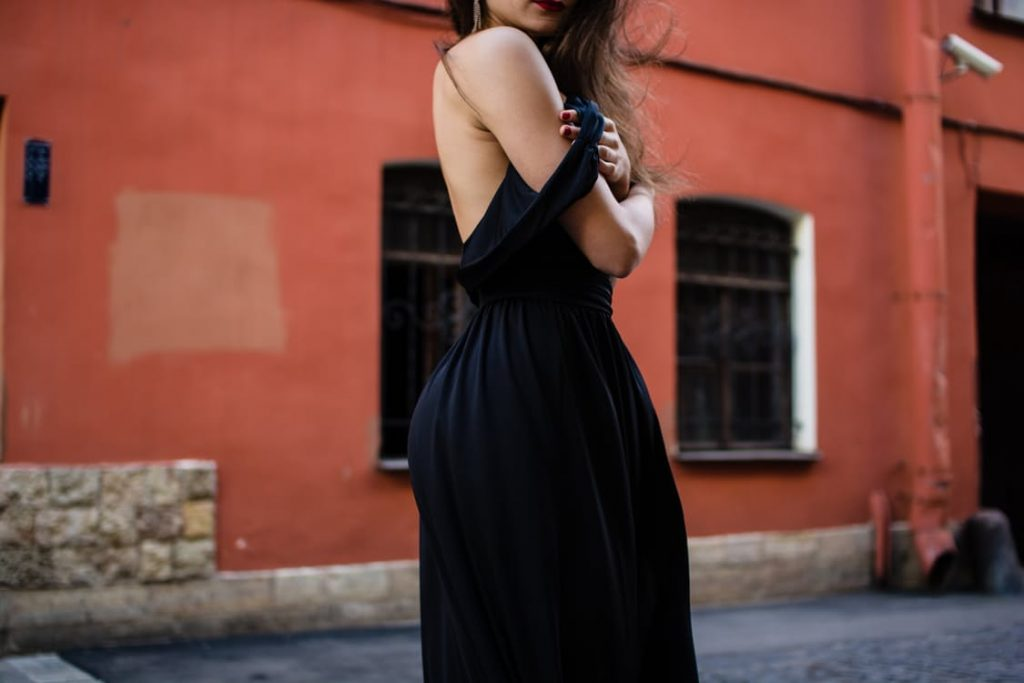 romantic-black-dress-and-suit-dinner-surprise-trick-dating-ideas-proposal-surprise
