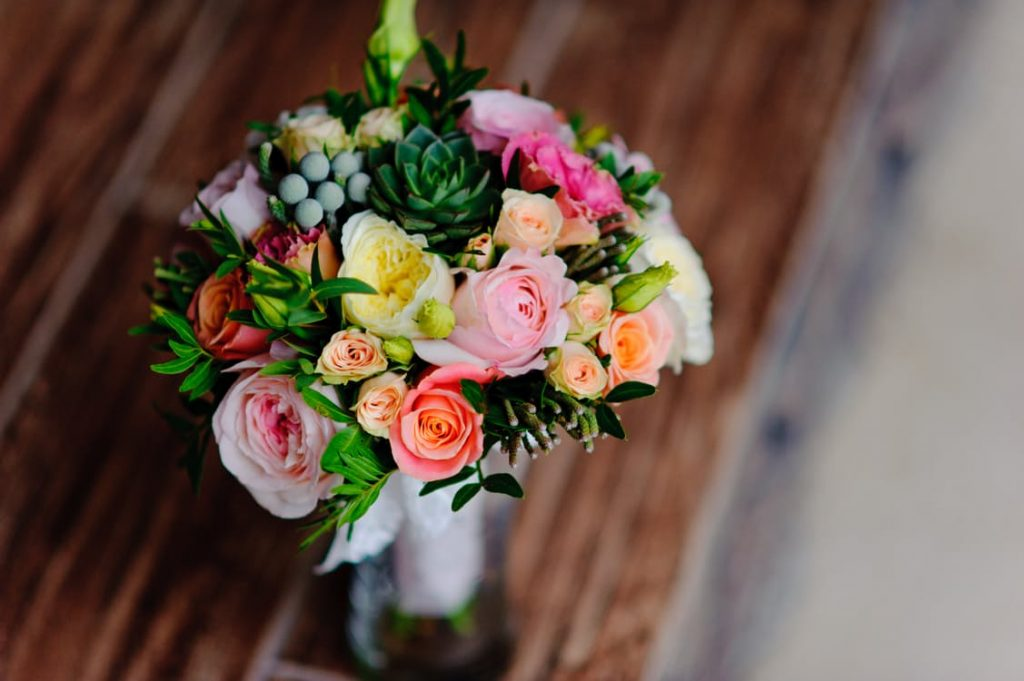 romantic-bouquet-dating-ideas-flowers-roses-reuse