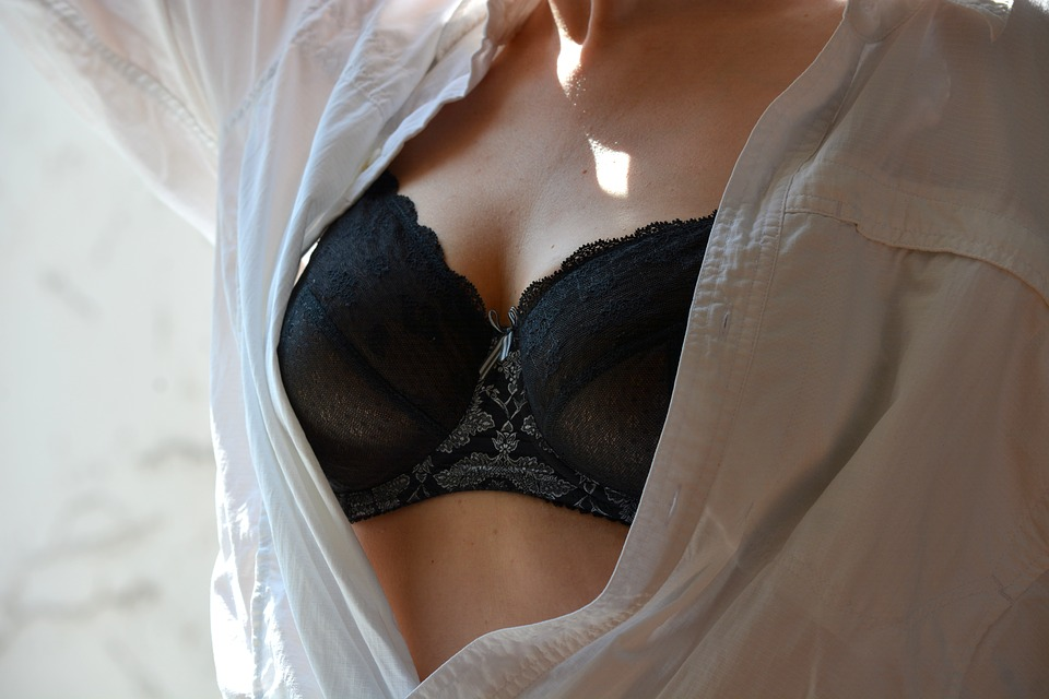 romantic-bra-dating-ideas-lingerie-games
