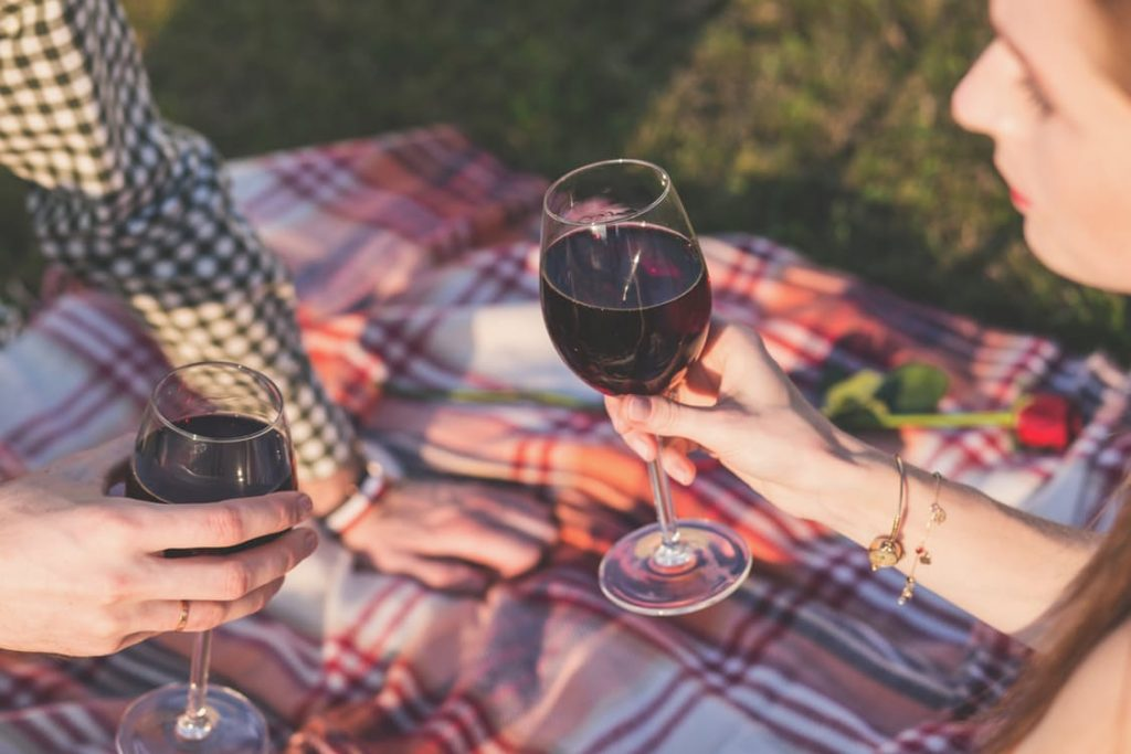 romantic-breakfast-dinner-picnic-ideas