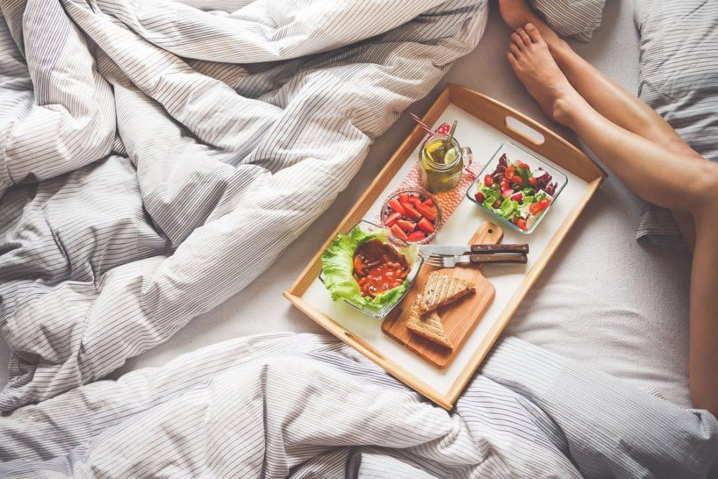 romantic-breakfast-in-bed-ideas-dinner