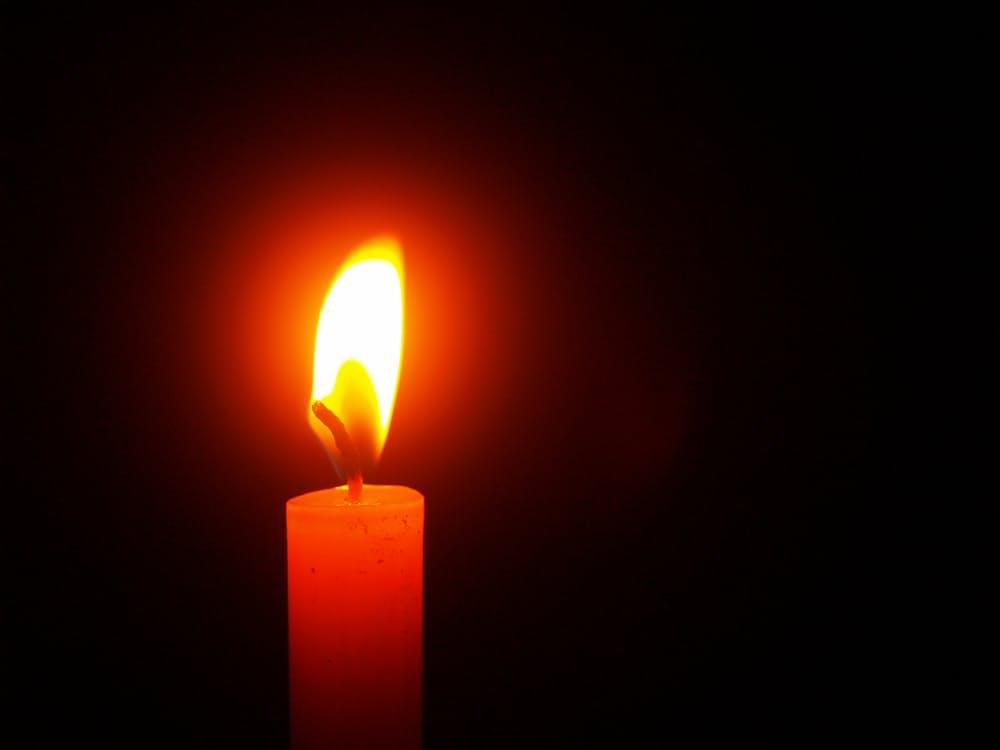 romantic-candles-bath-tub-dating-idea