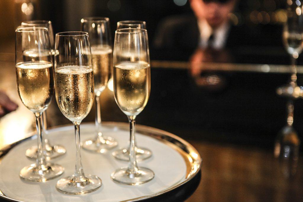 romantic champagne ideas couple hawaii date