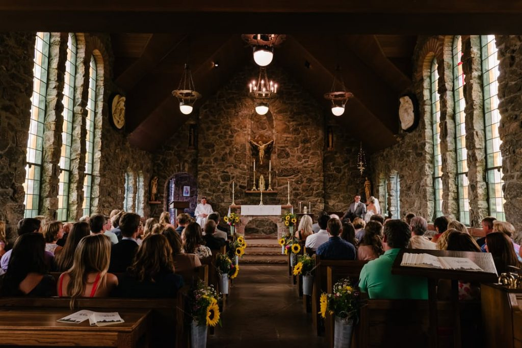 romantic-church-mass-meeting-to-remember-ideas-pregnancy-announcement