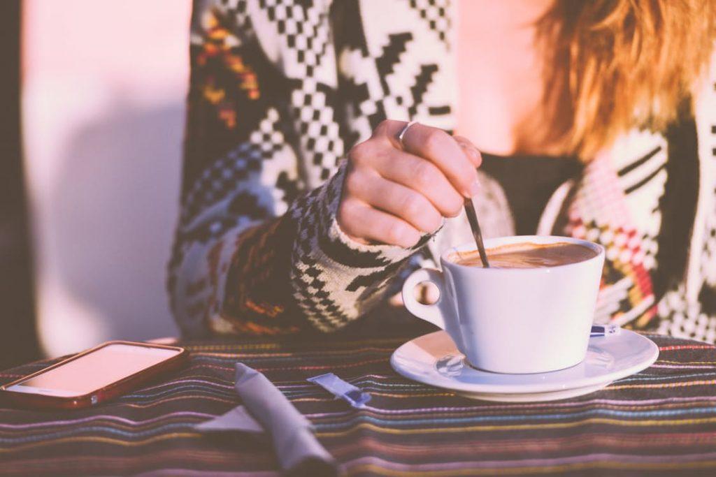 romantic-coffee-tea-date-idea-cheap-dates-dessert