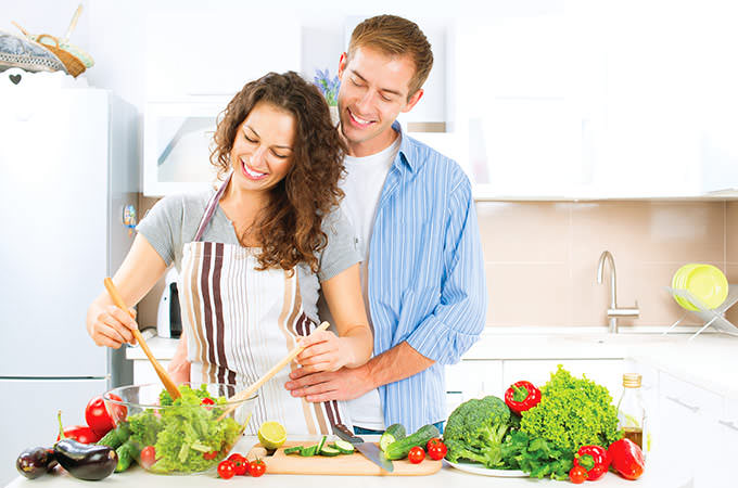 romantic couple foiod diet salad weight loss diet idea