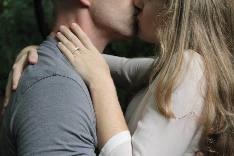 romantic-couple-hugging-kissing-welcome-home-romantic-rituals-ideas
