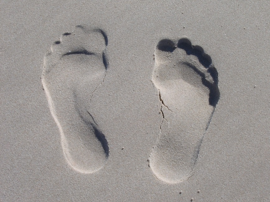 romantic-feet-in-sand-prints-package-idea
