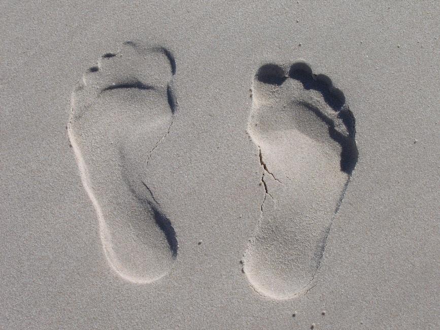 romantic-feet-in-sand-prints-package-idea