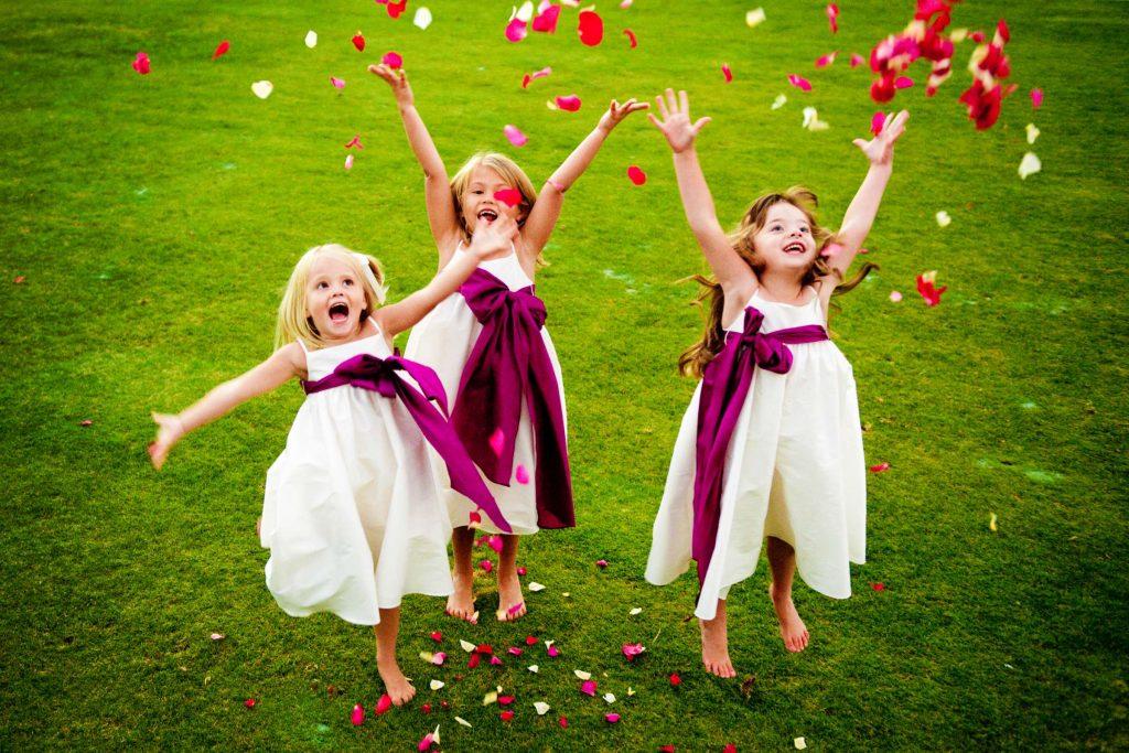 romantic flower girl throwing flower petals ideas