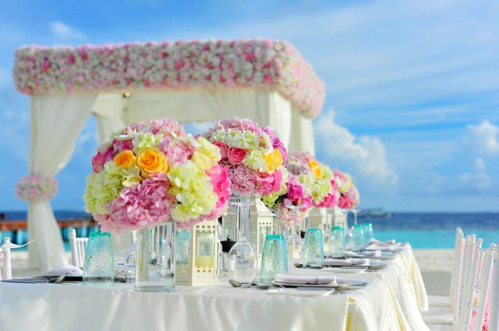 romantic-flowers-dating-ideas-gazebo-honeymoon-wedding