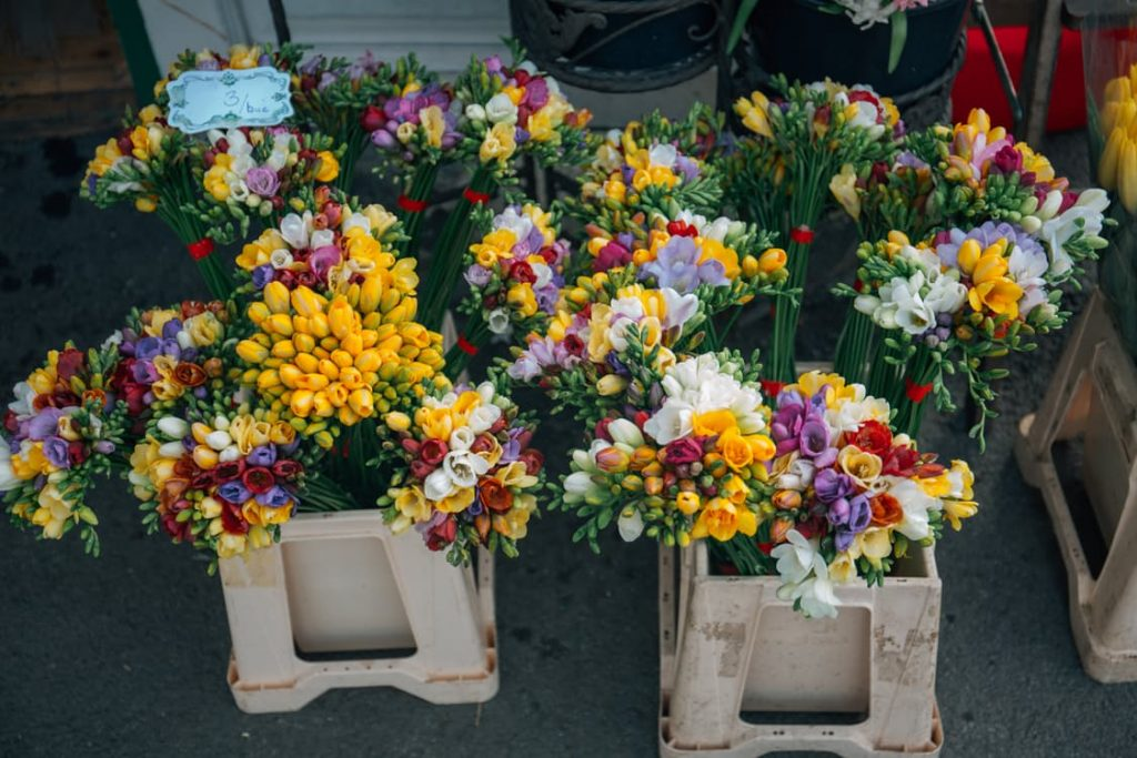 romantic-flowers-florist-month-long-delivery-birthday