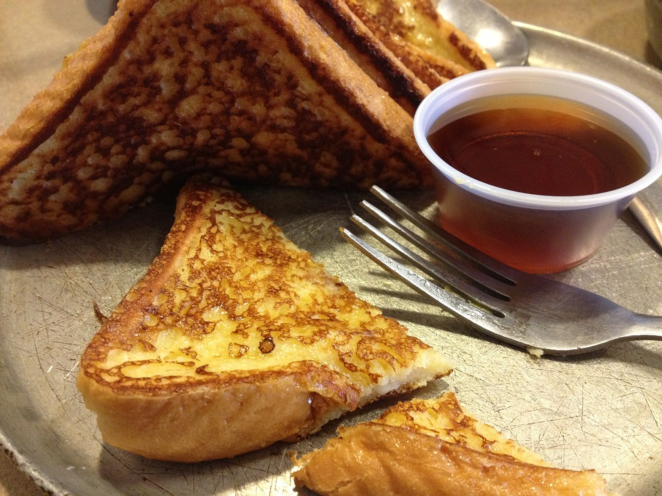 romantic-french-toast-dating-ideas-breakfast-in-bed