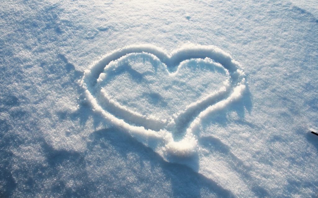 romantic heart in snow couple dating ideas ways to say I love you