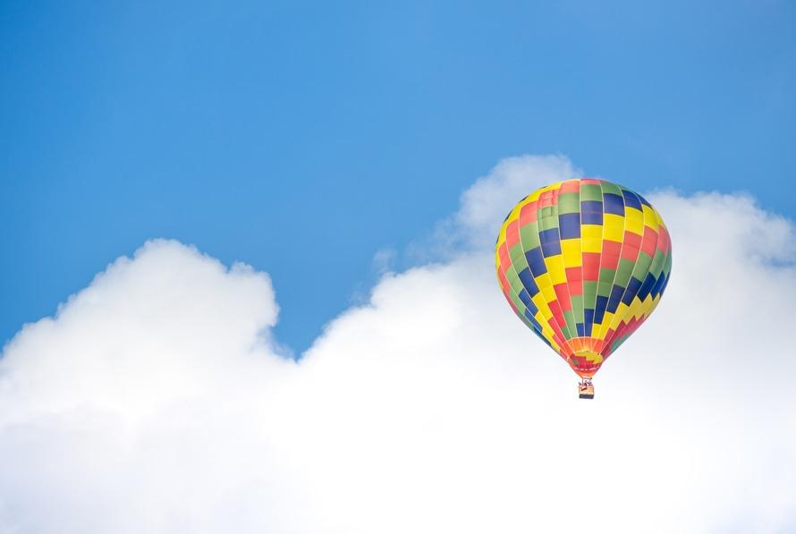 romantic-hot-air-balloon-date-balloon-in-clouds-beautiful