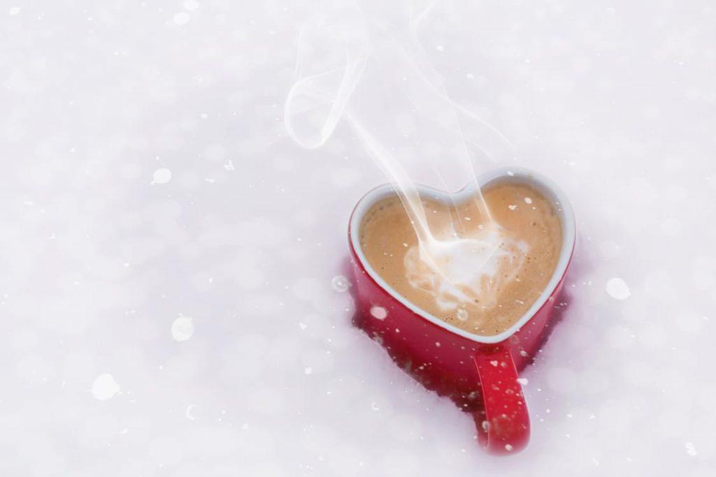 romantic-hot-chocolate-bath-tub-chocolate-covered-strawberries-dating-idea