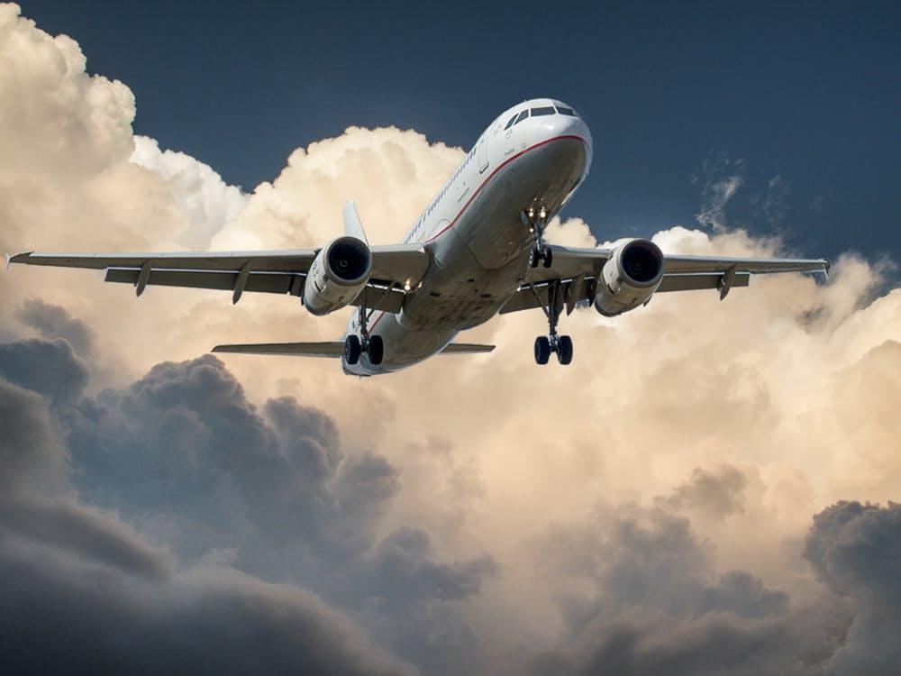 romantic-kissing-aircraft-airplane-idea