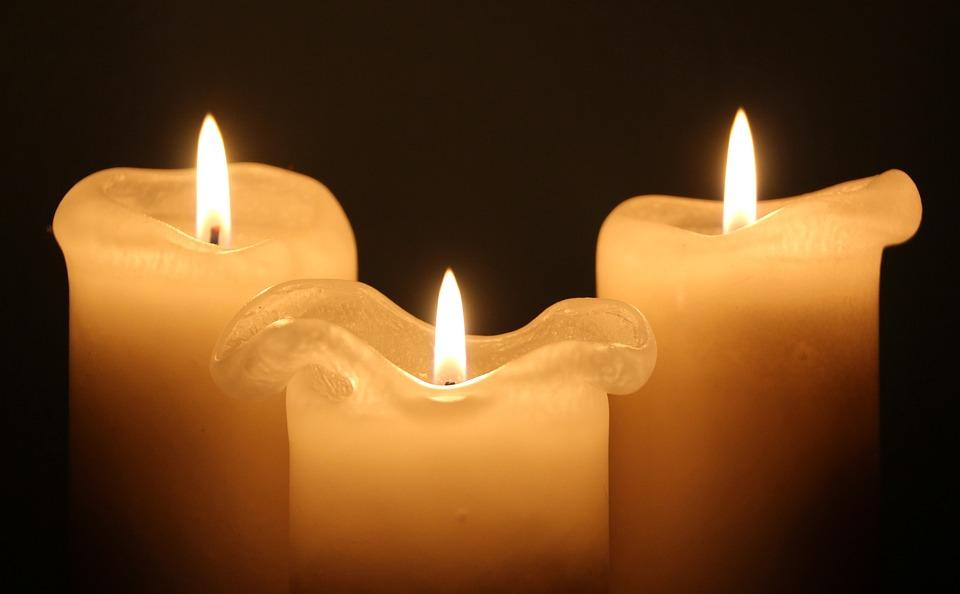 romantic-melting-candles-gift-basket-theme
