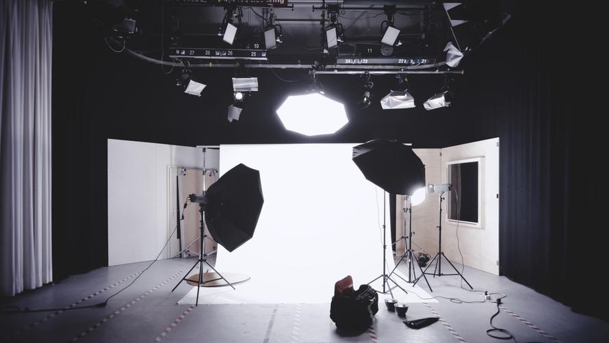 romantic-photo-shoot-dating-movie-ideas