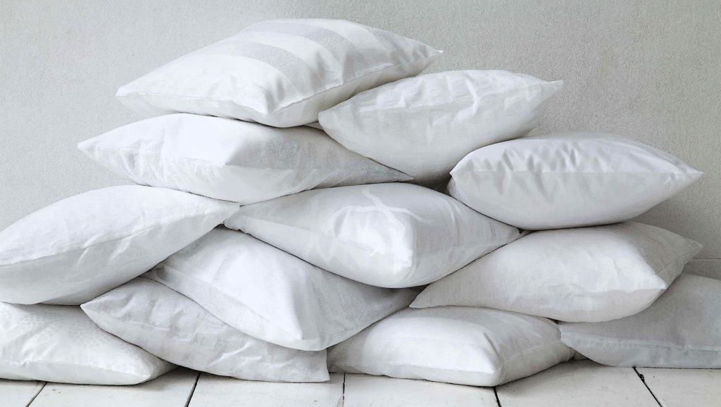 romantic-pillow-face-drawing-ideas