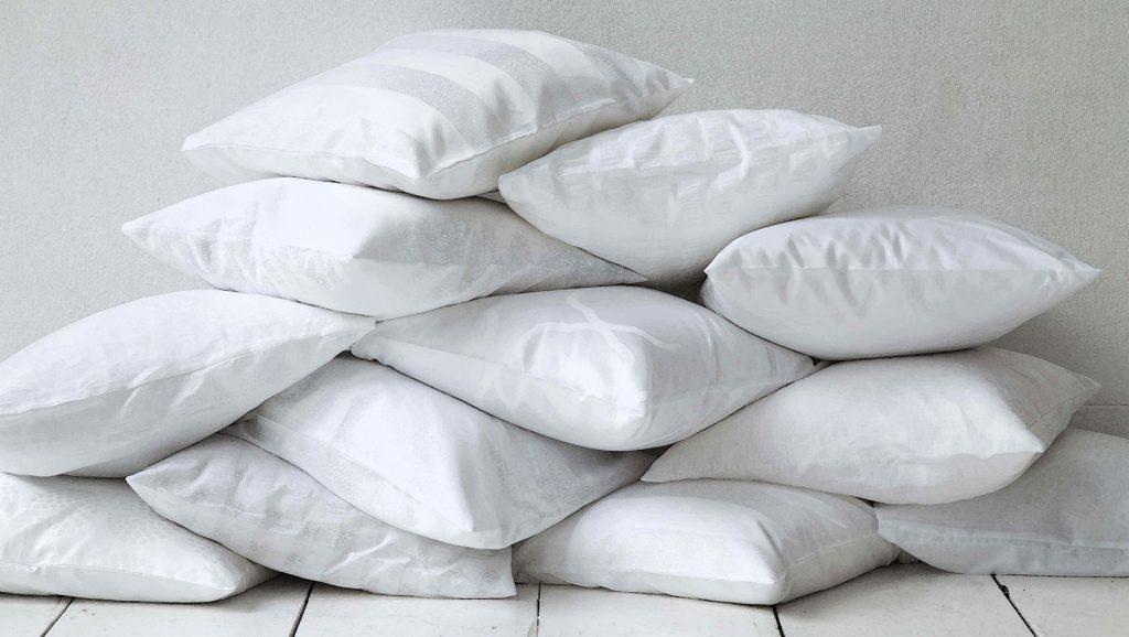 romantic-pillow-face-drawing-ideas