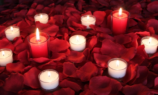 romantic-roses-and-candles-romantic-welcome-home-ideas