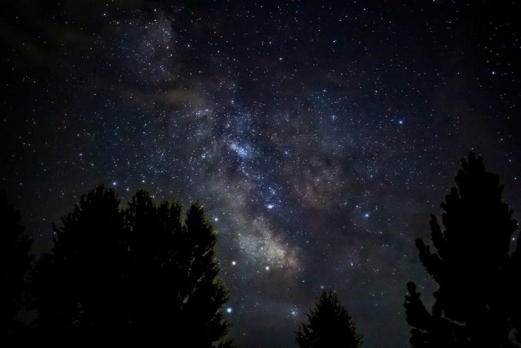 romantic-stargazing-night-sky-amazing-dating-ideas-romantic-hobbies-buy-a-star