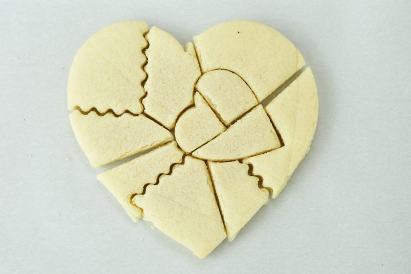 romantic-sugar-cookie-valentines-day-surprise-puzzle-cookie