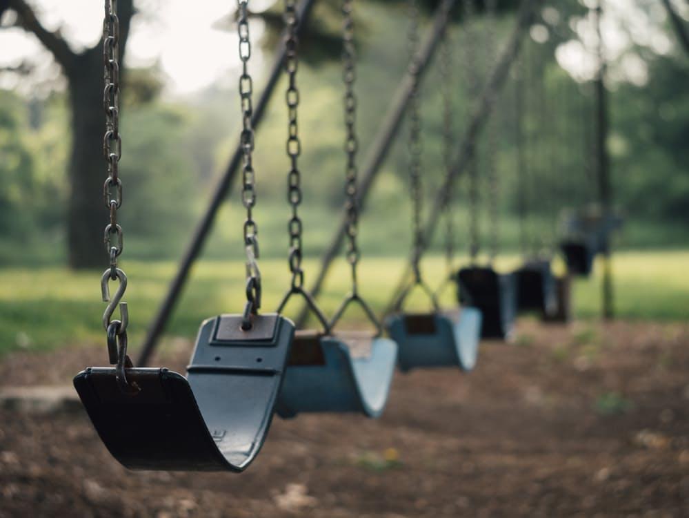 romantic-swings-line-of-swings-cheap-free-date-ideas