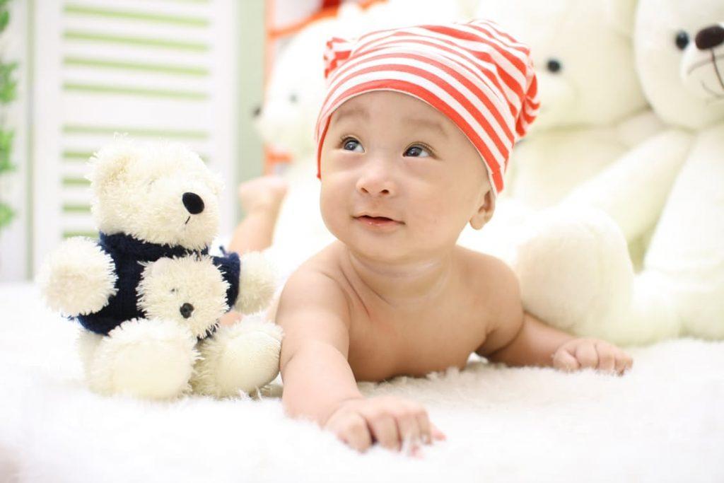 romantic-teddy-bear-baby-pregnancy-announcement-ideas