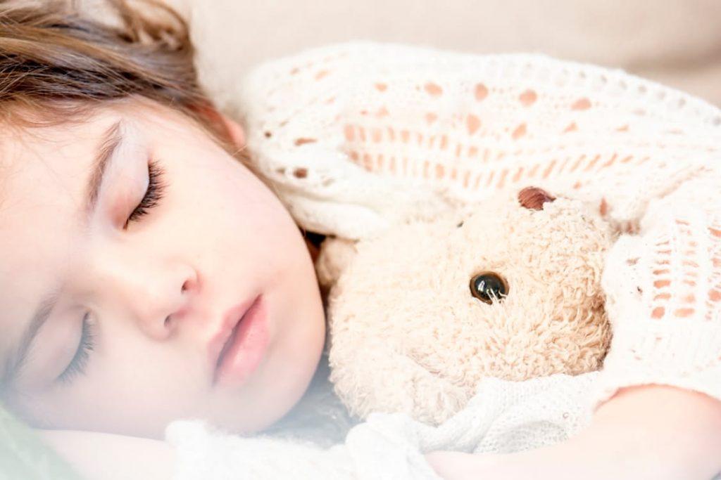 romantic-teddy-bear-to-sleep-with
