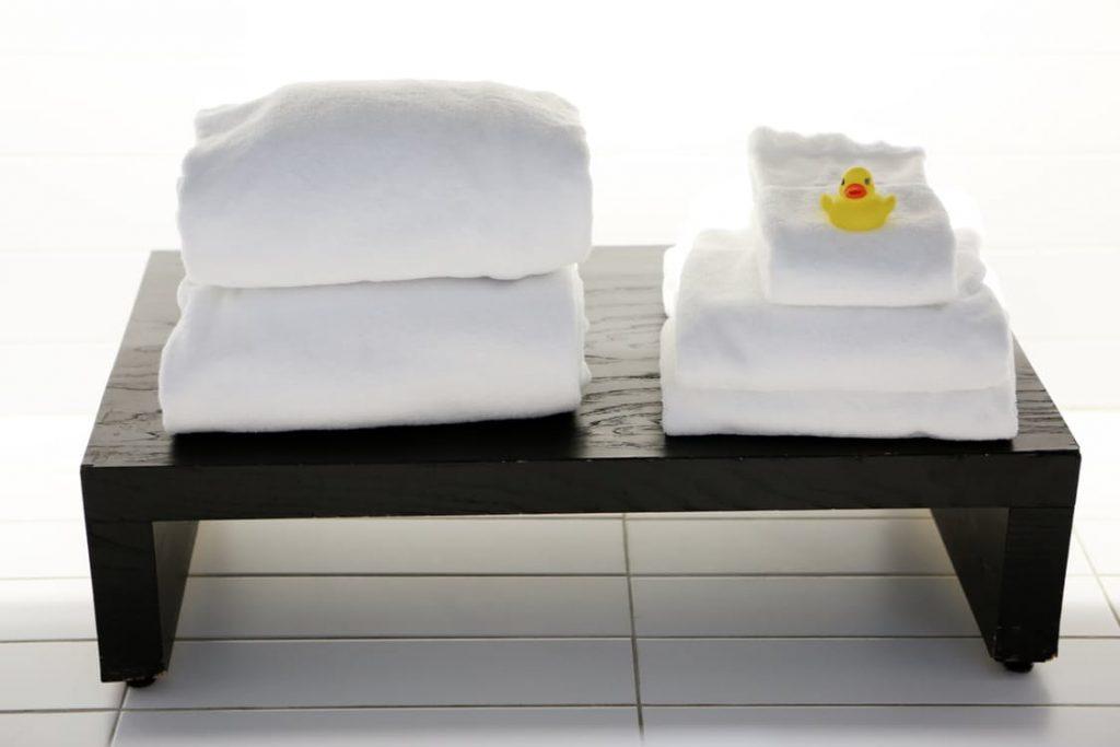 romantic-warm-towels-romantic-pregnancy-announcement-ideas-rubber-ducky