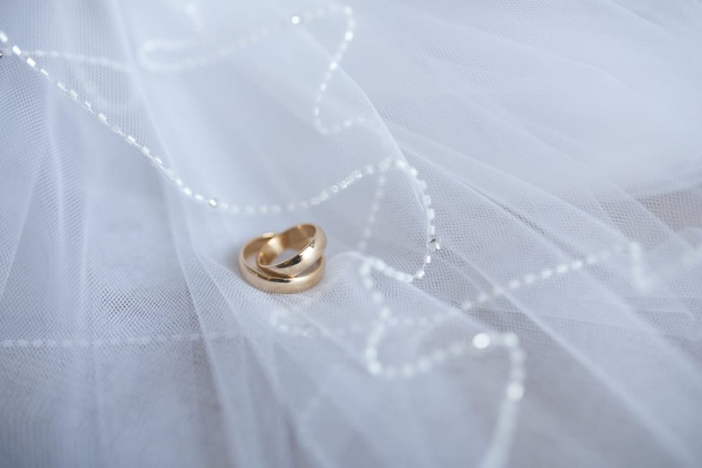 romantic-wedding-band-rings-anniversary-ideas