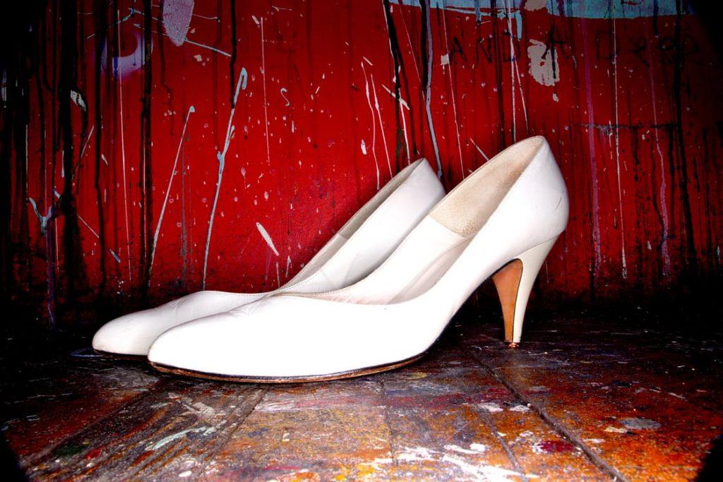 romantic-white-high-heels-romantic-pregnancy-announcement-idea-baby-booties-idea