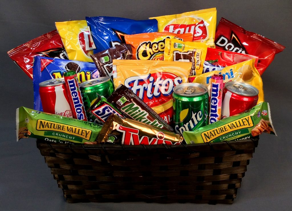 unhealthy snack basket ideas diet couple romantic
