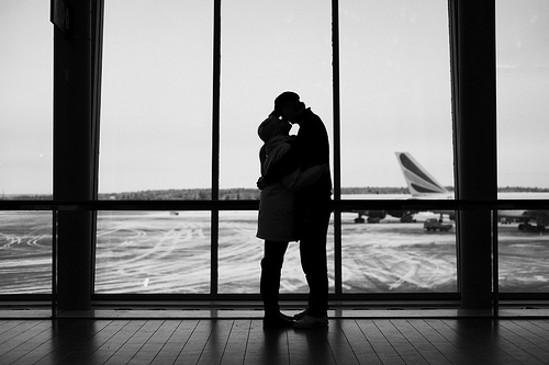 airport kissing game