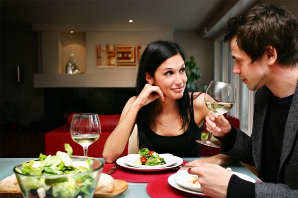 couple at home dinner date idea