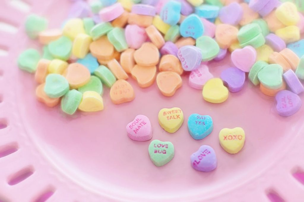 romantic-candy-valentines-day-hearts-sweet-talk-say-yes-xoxo-love-bug-love-soul-mate-romantic-candy-game-idea