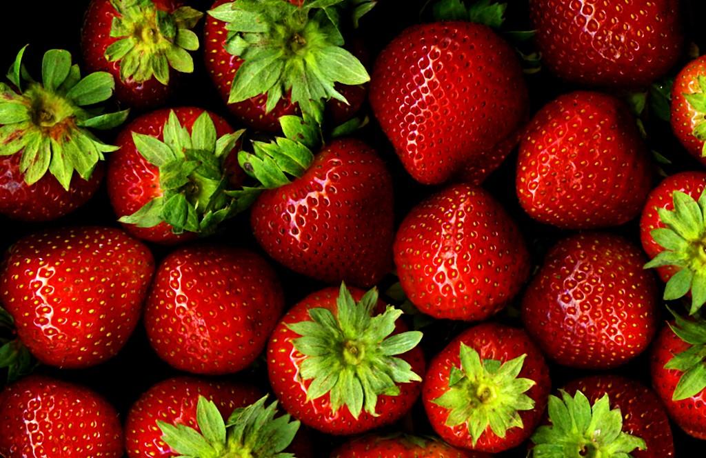 succulent strawberries dessert romance